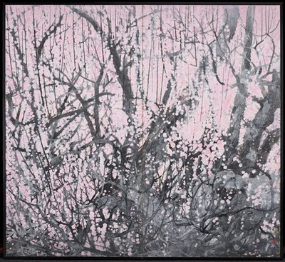 Pair of 2-panel screens; slightly abstracted image of gnarled grey tree branches covered in pink dots (blossoms); higher concentration of grey branches in LRC