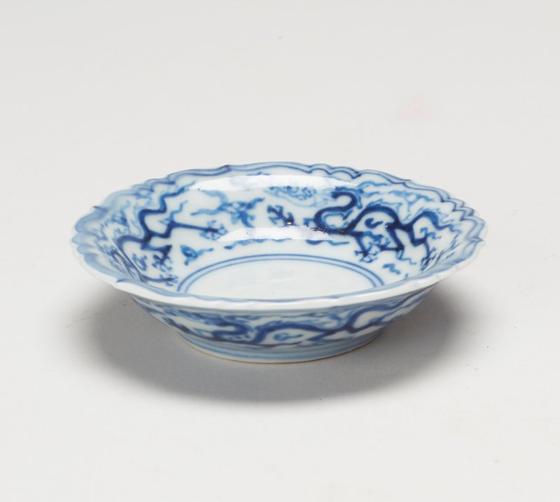 dish with outward-flaring lobed rim; underglaze blue decoration; small size; ring foot; three dragons around inner and outer rims; six character inscription on underside