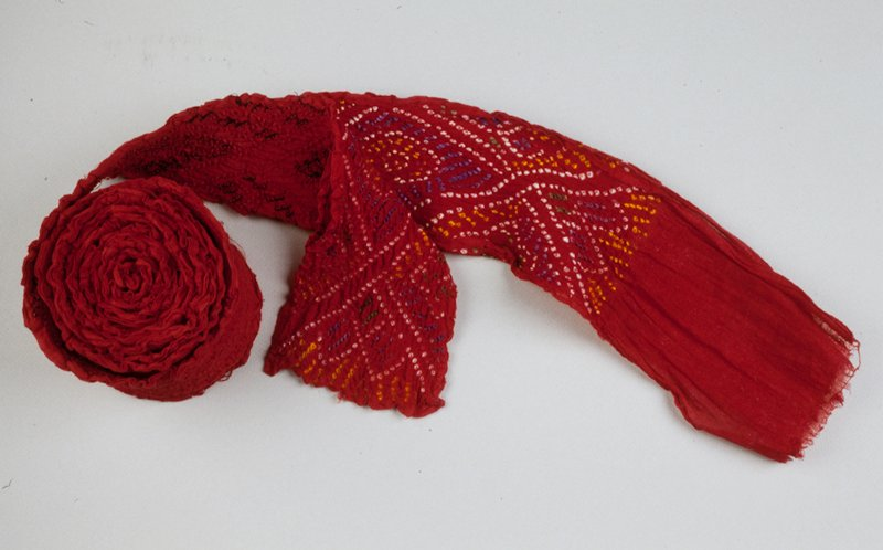 plain weave cloth, tie dyed; one half the length has been untied; the remainder is tied