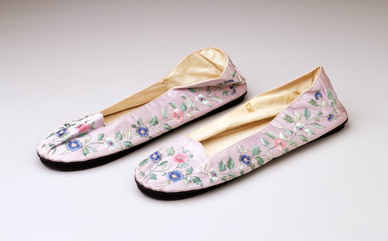 Blue silk uppers with embroidered flowers in pink, white and blue; black silk soles; cotton lining