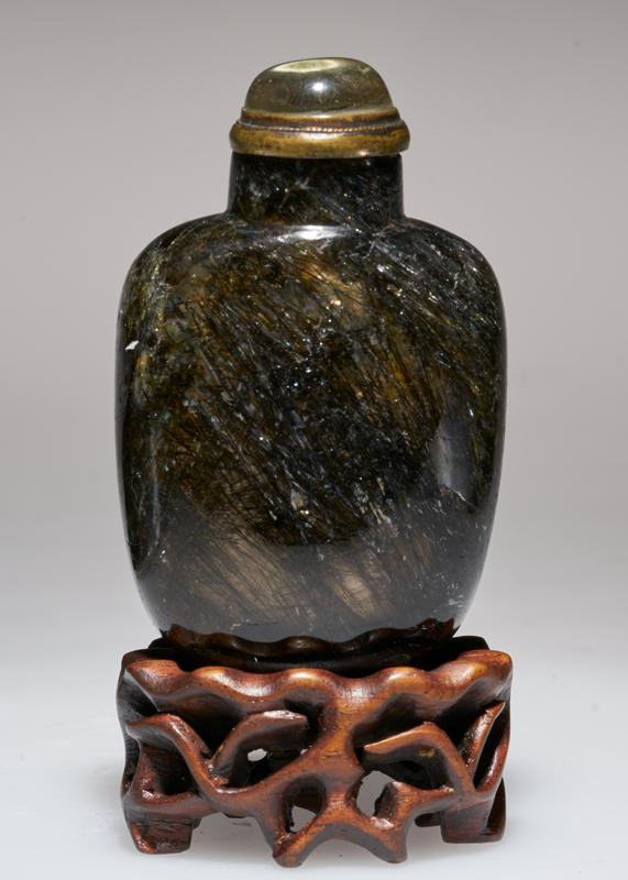snuff bottle; rutile ('hair') crystal with crystal top