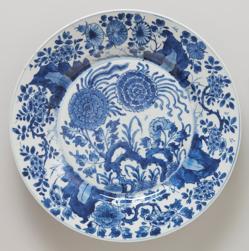 porcelain with floral decor in underglaze blue