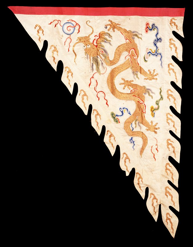 Banner--war flag?-- of embroidered white satin. Mate to 42.8.282 and of same colors and design.