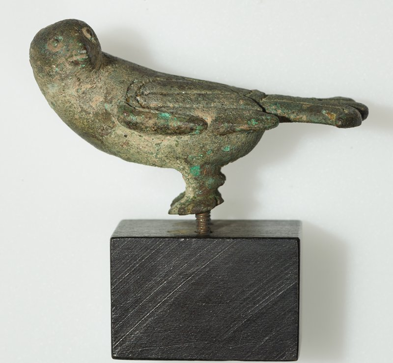 The rendering of these birds, achieved with the simplest of means, results in a strikingly lifelike portrayal. The tilt of the heads and the rather stylized conformation of wings and tail by incised lines contribute strongly to this impression. The treatment of the tail is the same as that to be seen on a bird dress hook in the museum of Far Eastern Antiquities in Stolkholm (see Karlgren Number 95, figure 75). Patina pale green.