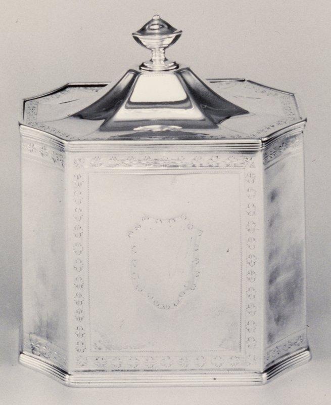 tea caddy, George III, octagonal, with sliding top