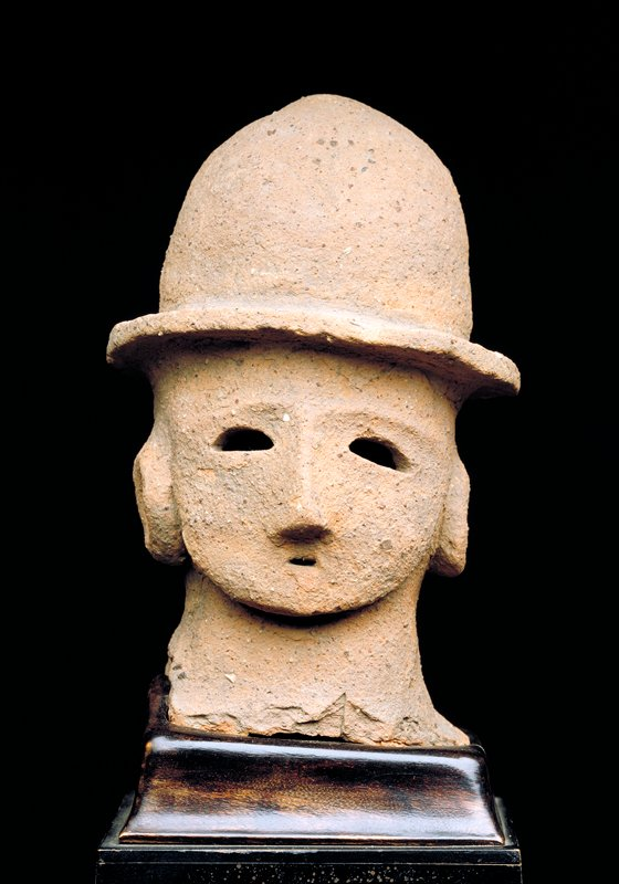 head of a courtier, terracotta, haniwa image.