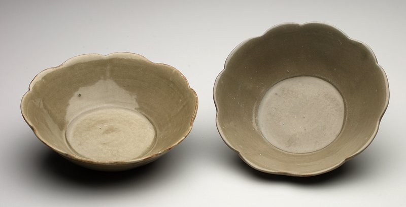 Yue ware; pea-green glaze; foliate rim; small, shallow