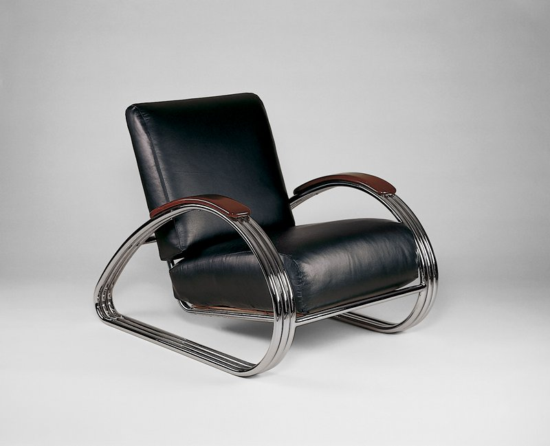 Triple-band chromium-plated steel with wood armrests and black leather upholstery