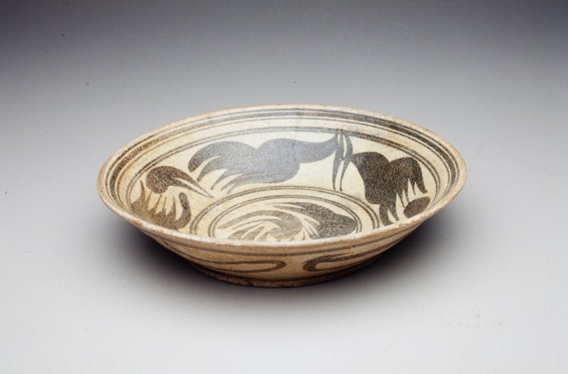 circular medallion and band of floral design on interior of bowl; unglazed bottom; single band of curvilinear design on sides of exterior