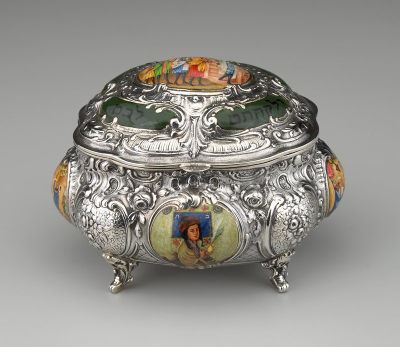 footed silver box with painted enamel scenes in Rococo cartouches
