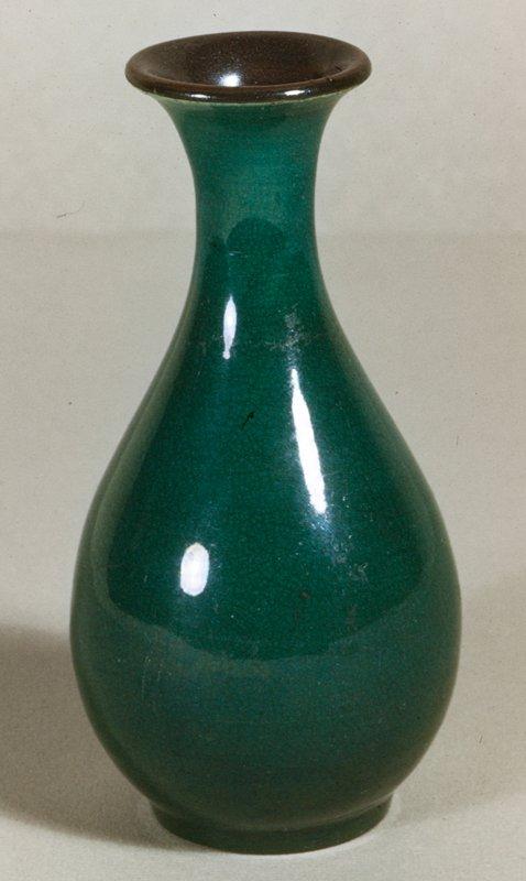 Vase, camelia leaf green