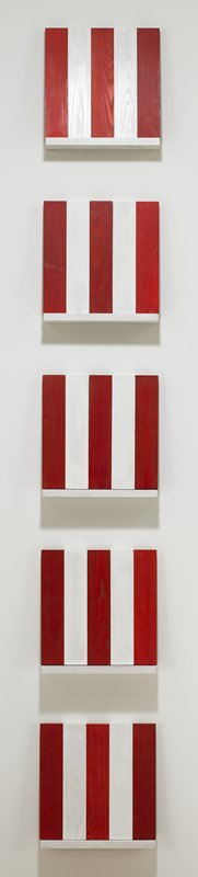 15 pieces of white wood, 15 pieces of red wood; five elements are formed when assembled