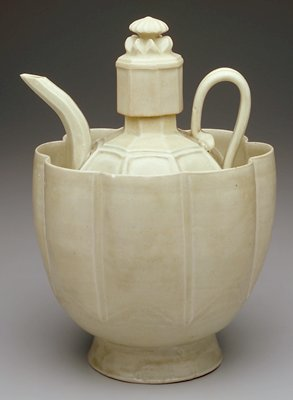 Yingqing ewer with 8 panels (facets) on body and lid; rounded body with long faceted neck; thin pulled handle and long thin spout; tall lid has flower-shaped knob; 10 scalloped lobes on tall sided basin; pale greenish-grey glaze